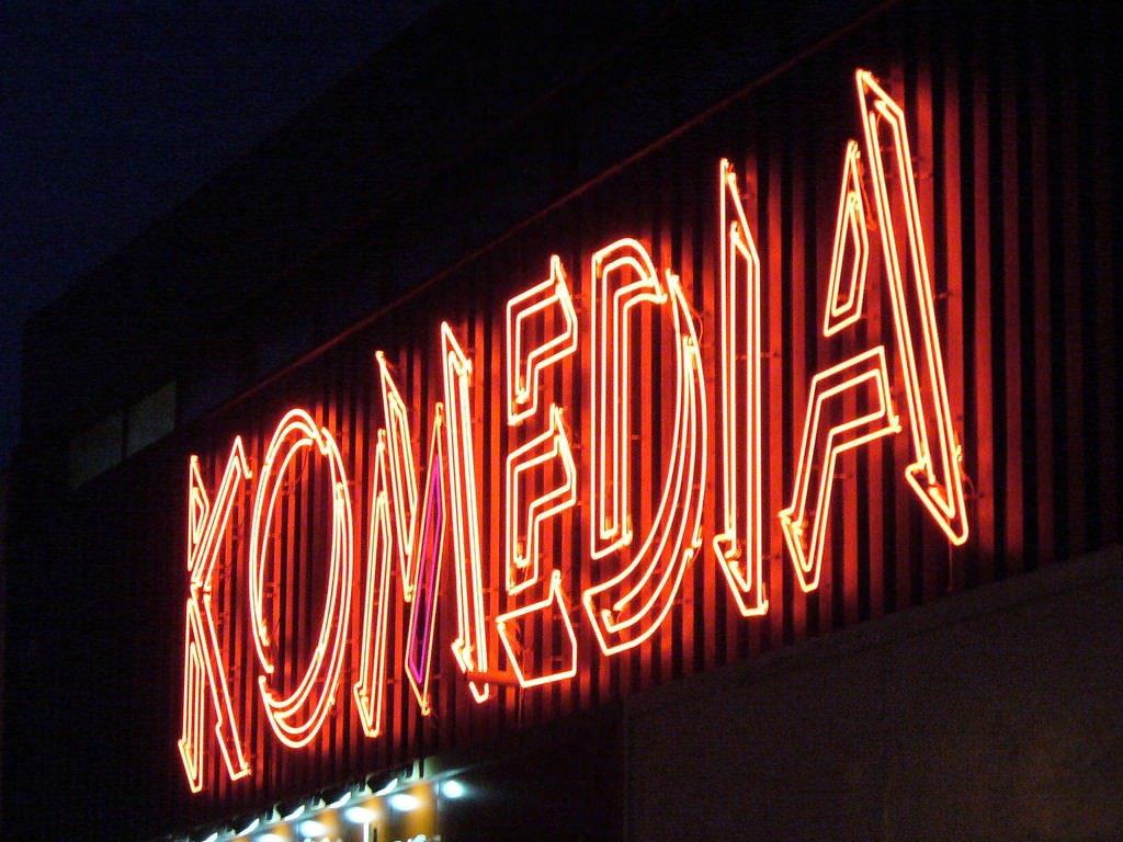 Komedia Sign