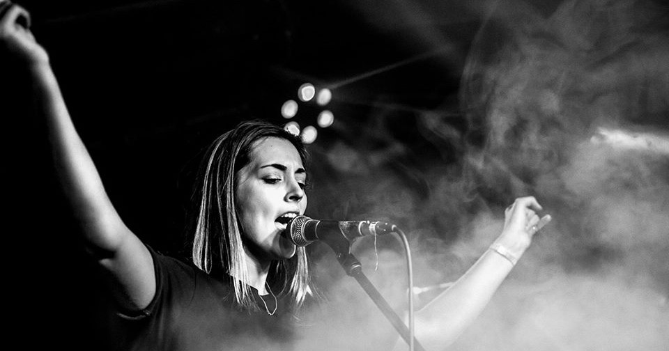 Sabrina at her recent gig in London. Credit @ Max Rose-Fyne.